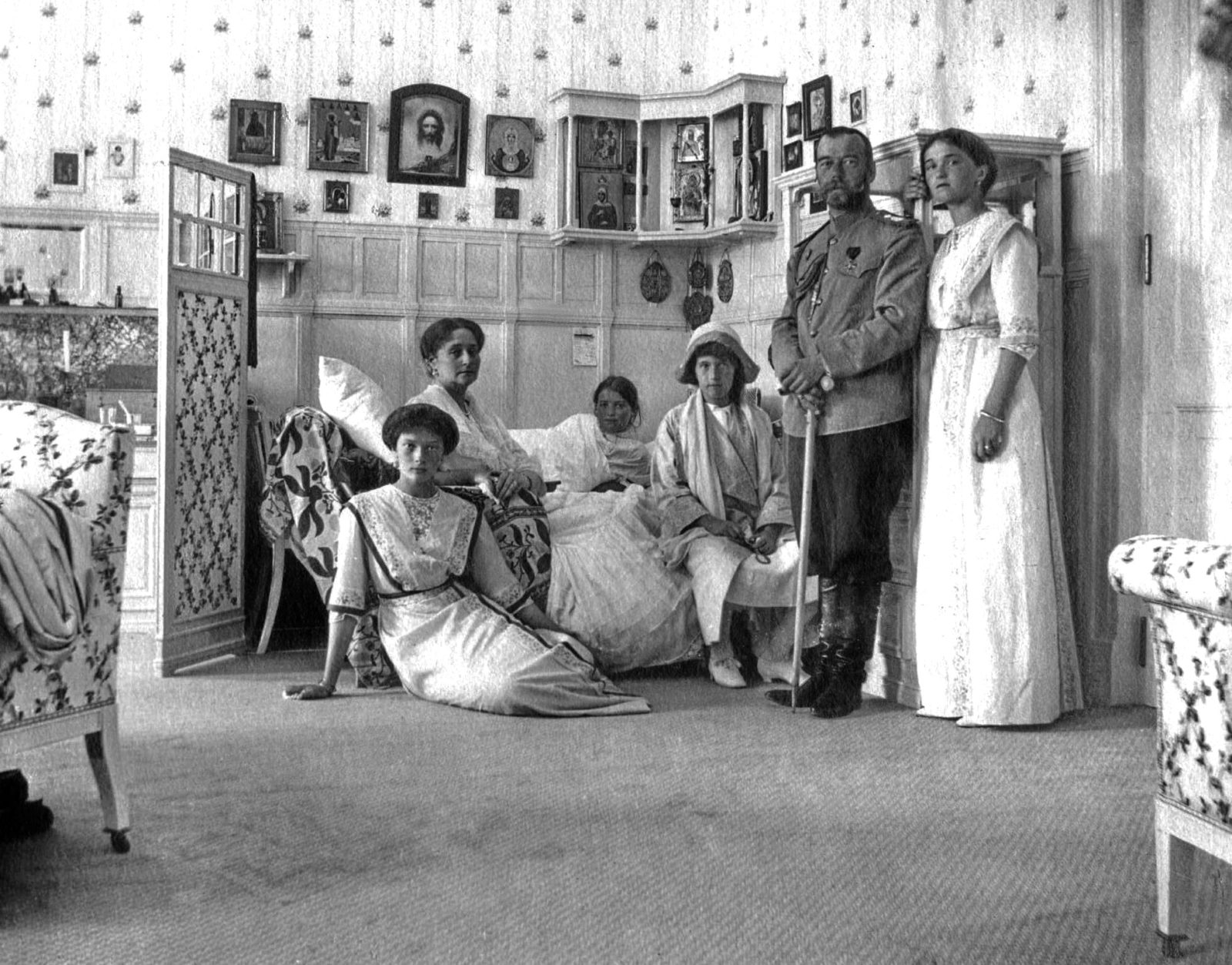 Nicholas II with his family, Livadia, 1913.