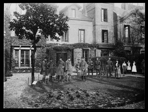 British officers' club in France
