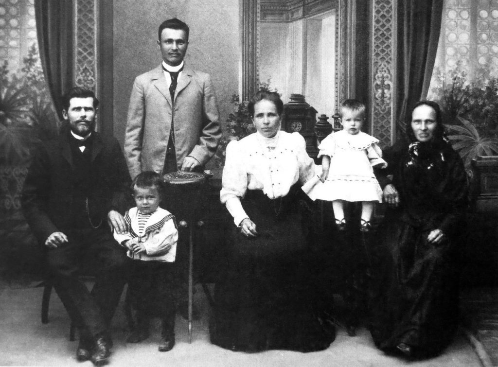 Family trader and owner of the cinema Luna Kuzma Kononovich Leziev. 1910