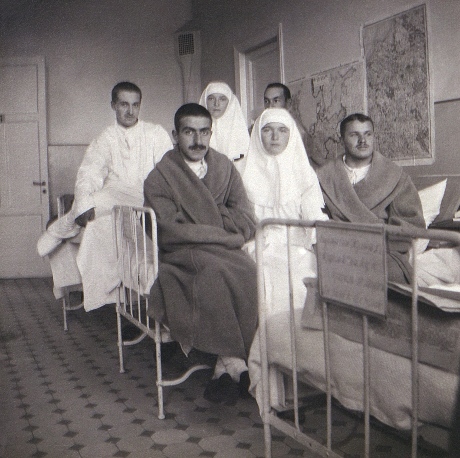 Grand Duchesses Olga, Tatiana in the hospital for wounded.