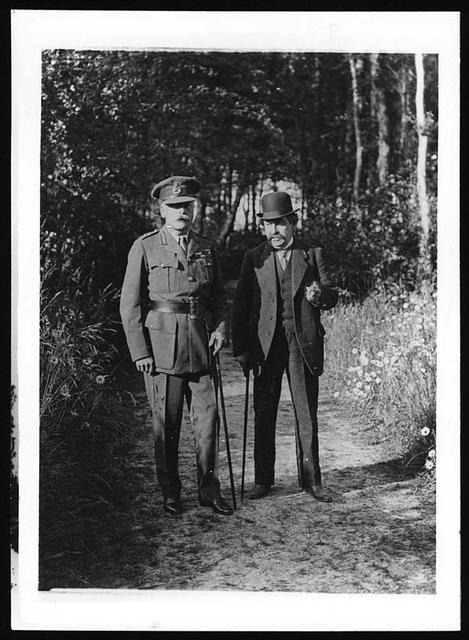Mr Briand et le Gal. Douglas Haig