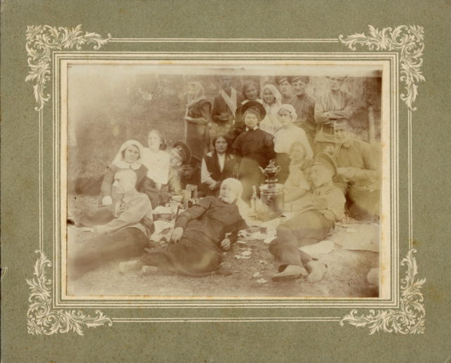 Murom, Teacher AI Zemsky in a group of youth at a picnic, May 1914