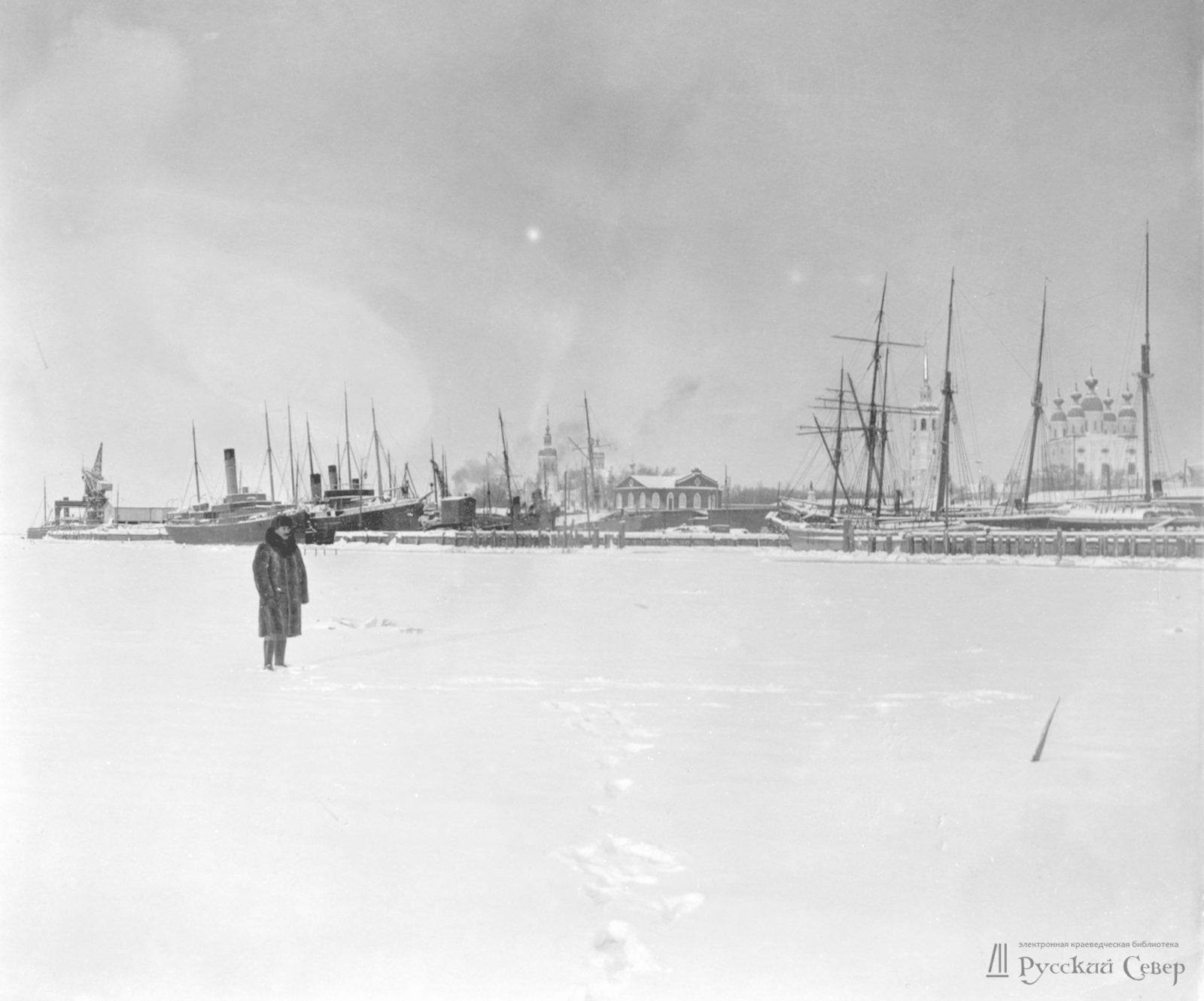 Ice on Northern Dvina. Arkhangelsk (Archangel)