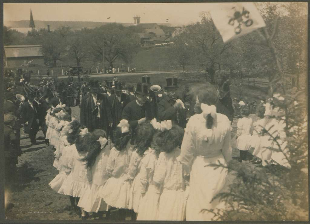 Reception of the Papal Delegate, Chatham, New Brunswick, 8 June 1914 (HS85-10-28939A)