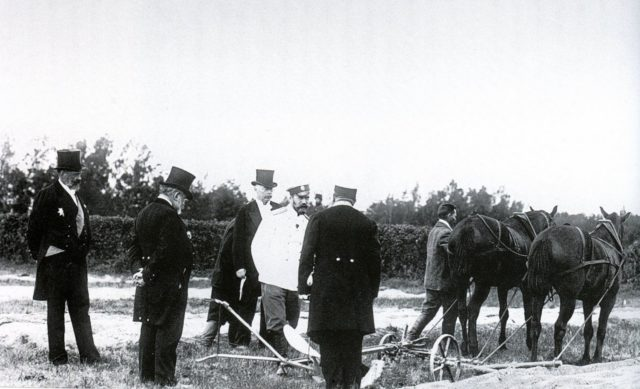 Test of the plow in the presence of Emperor Nicholas II.