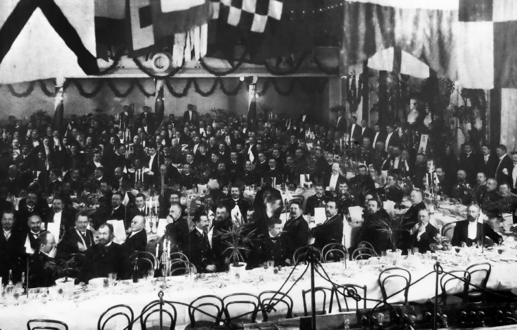 The building of the Commercial Assembly. Ceremonial dinner in honor of the 300th anniversary of the Society of Arkhangelsk Pilots. 1913