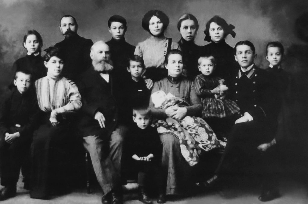 Yakov Ivanovich Leisinger with his family