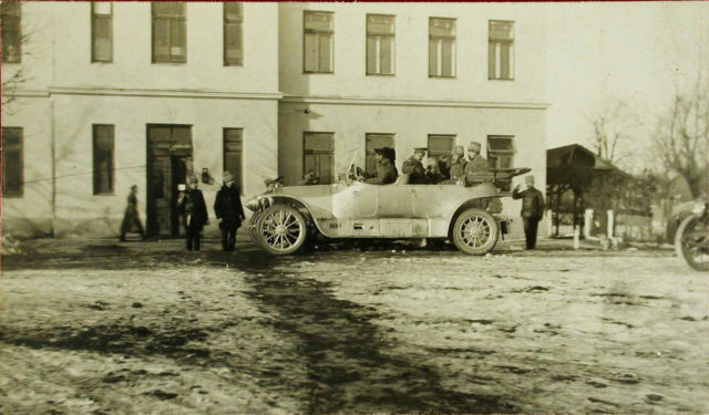 Great princes visiting the 6th squadron of Ilya Muromets heavy bombers.