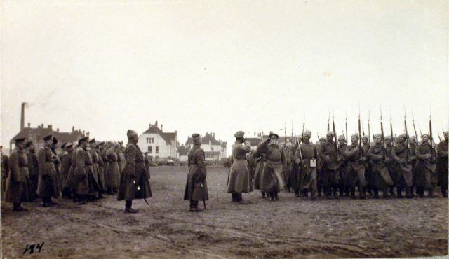 Nicholas II visits Riga fortified area.