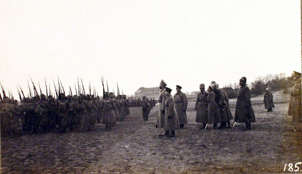Nicholas II visits Riga fortified area.