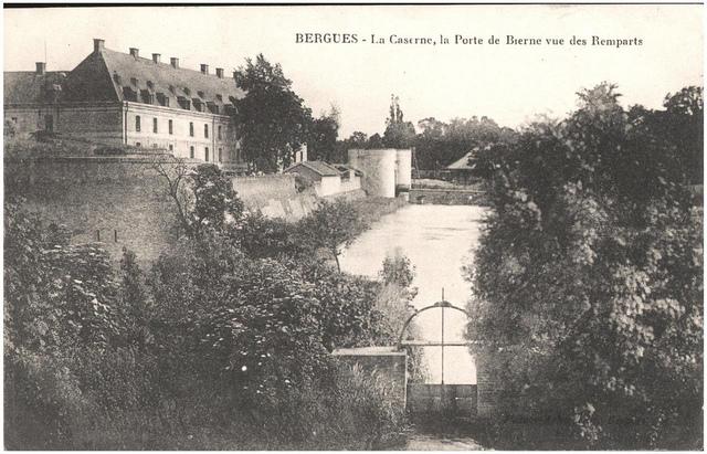 Postcard: Bergues - La Caserne, la Porte de Bierne vue des Ramparts, sent Feb 1915