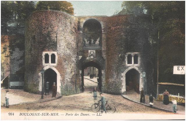 Postcard: Boulogne-sur-Mer - Porte des Dunes, sent June 1915