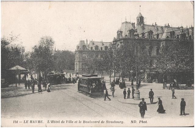 Postcard: Le Havre. L'Hotel de Ville et le Boulevard de Strasbourg, sent 3 May 1915