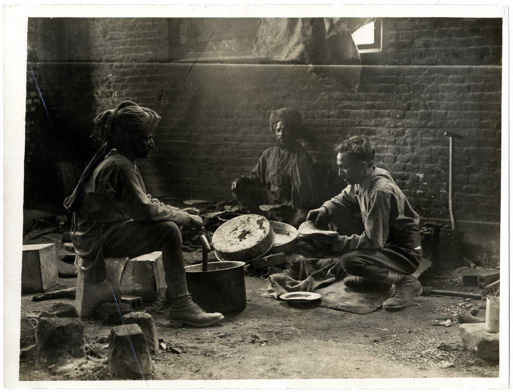 Some Indian cavalry troopers preparing a meal [Estrée Blanche, France]. Photographer: H. D. Girdwood.
