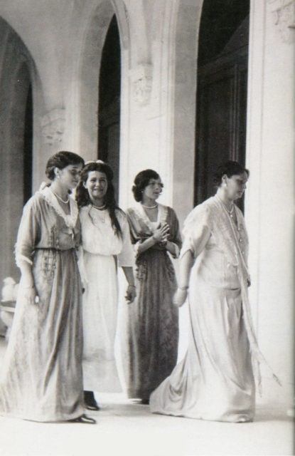 Empress Alexandra Feodorovna with Grand Duchesses in Livadia
