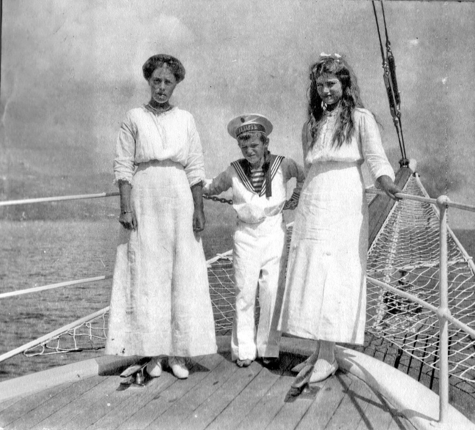Grand duchess Olga Alexandrovna with Alexei and Maria .1913