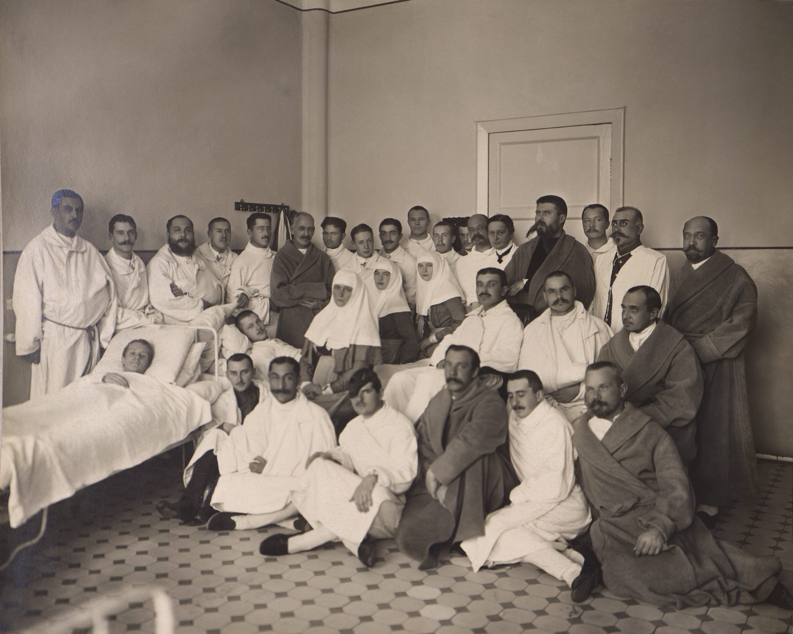 Grand Duchesses Olga, Tatiana, Maria, Empress Alexandra Feodorovna in the hospital for wounded soldiers.