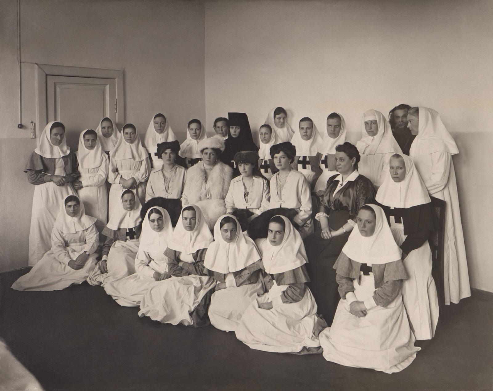 Grand Duchesses Olga, Tatiana, Anastasia, Empress Alexandra Feodorovna in the hospital for wounded soldiers.