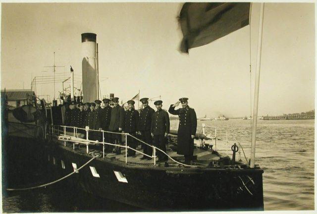 """Steamer """"Golovachev"""" Crew 1916."""