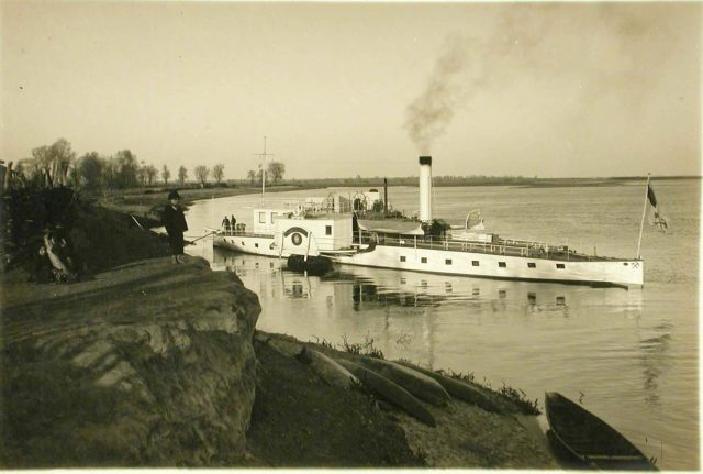 """Steamship """"Golovachev"""" at the banks of the Dnieper River. 1916."""