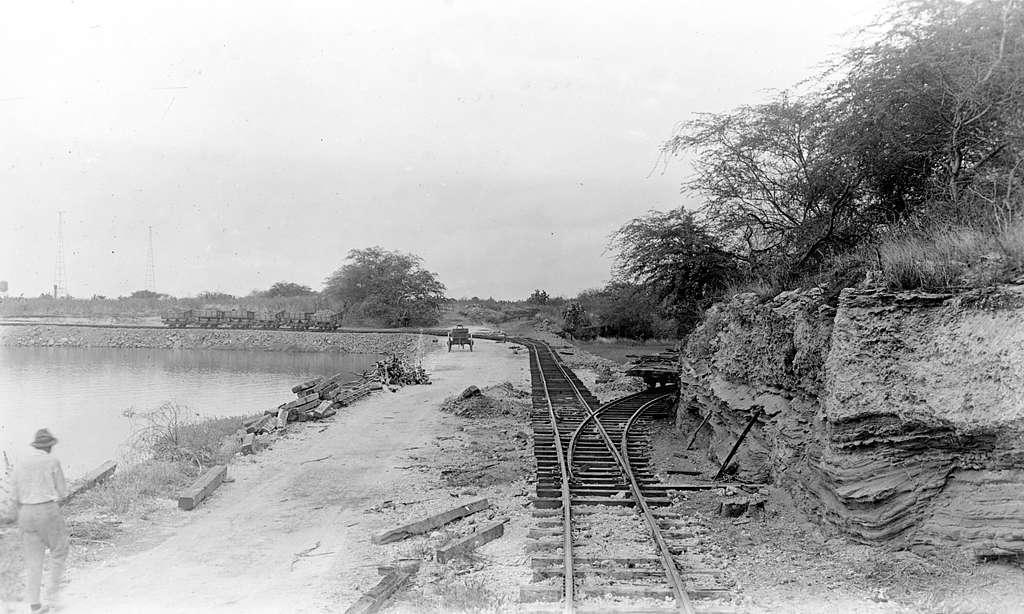 Railroad junction at Pearl Harbor, 10 September 1917 (NH 118056)