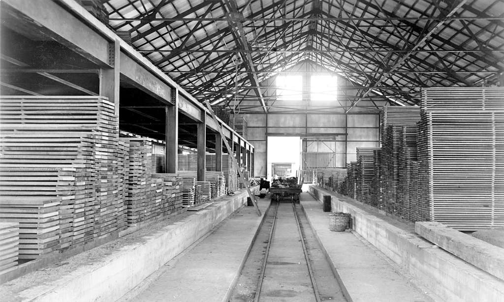 Metal and lumber storehouse at the U.S. Naval Station Pearl Harbor, 11 September 1917 (NH 118059)