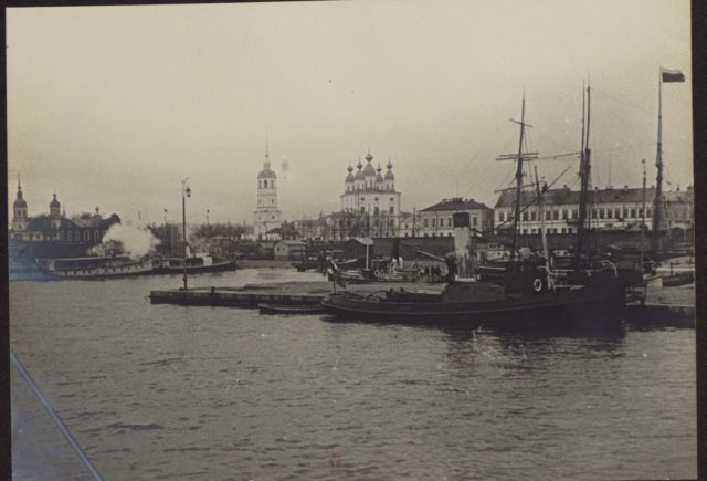 Arkhangelsk in 1917. Albert Thomas travel to Russia.