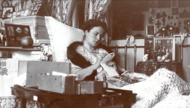 Empress Alexandra Feodorovna . Tsarskoe Selo. Bedroom.