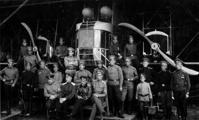 Heavy bomber Ilya Muromets Series G crew