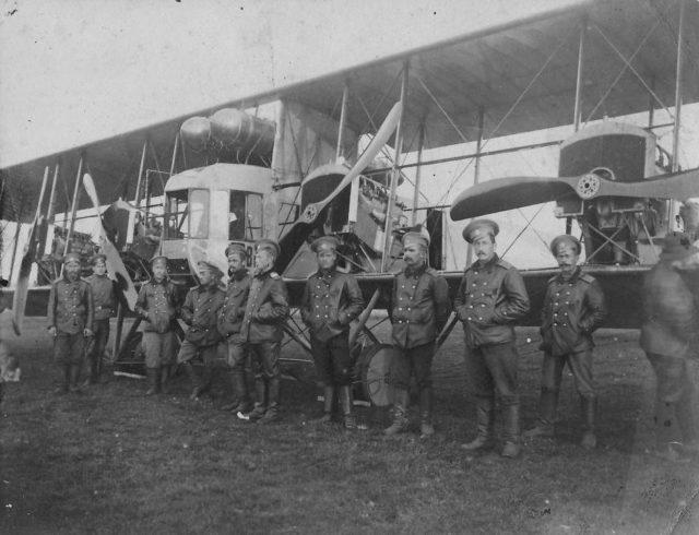 Heavy bomber Ilya Muromets series V crew