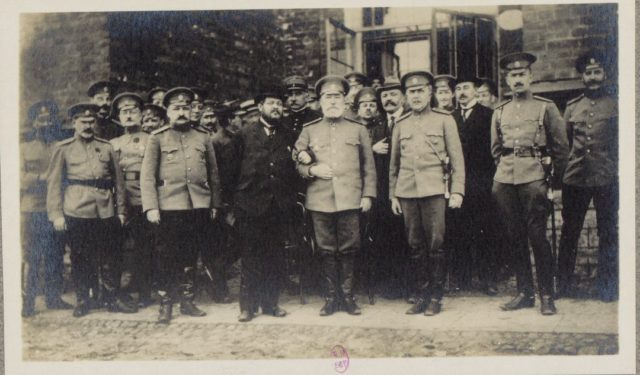 With High Rank officers. Moscow in 1917. Albert Thomas travel to Russia.