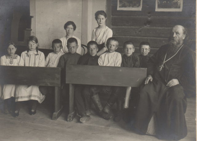 """Murom, Lesson of the """"law of God"""" in the primary school on Sadovaya street. 1910s"""