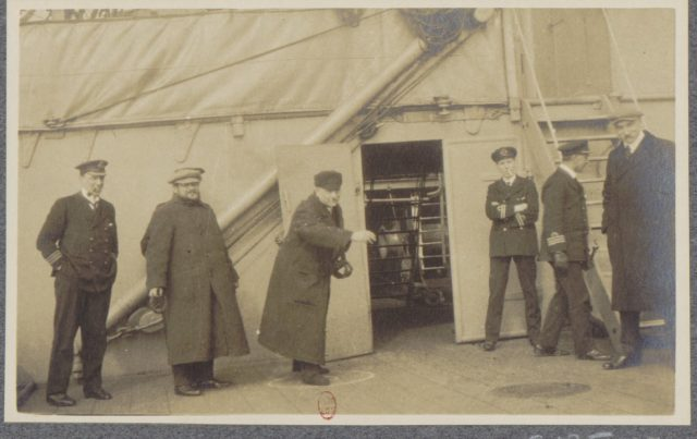 Entertainments. Albert Thomas travels to Russia on board of HMS Roxburgh, 1917