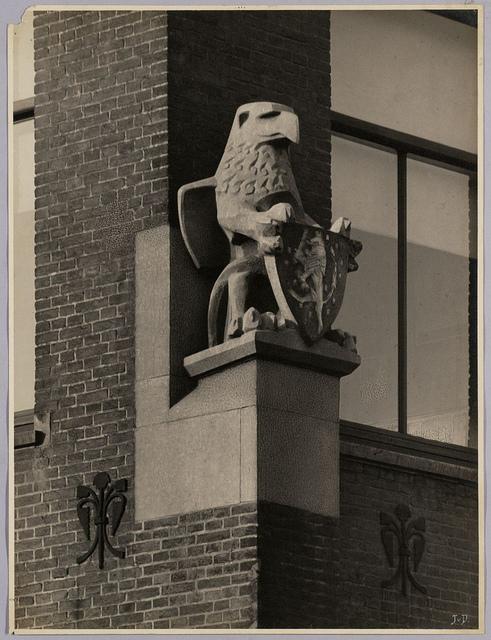 Beeldhouwwerk Levensverzekeringsmaatschappij 'De Nederlanden van 1845' | Sculpture 'De Nederlanden van 1845' Life-insurance Company