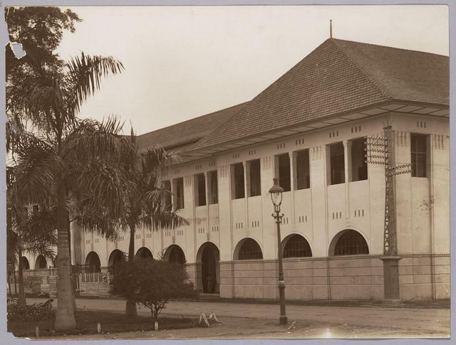 Kantoorgebouw en fabriek Tobacco | Tobacco Factory and Office Building