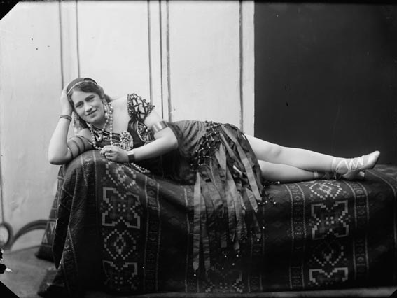 Sennilega frú Stefanía Guðmundsdóttir leikkona, 1910-1930