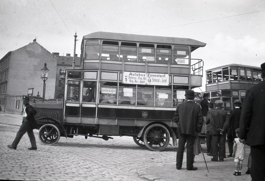 Bus in Vienna 1921