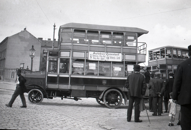 Bus in Vienna 1921