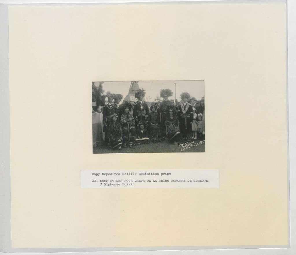 Chef et des Sous-chefs de la tribe Huronne de Lorette (HS85-10-319F) original