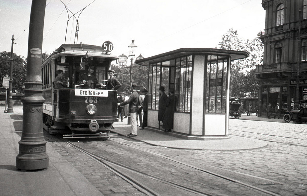 Tram stop in Vienna 1921