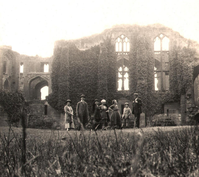 Kenilworth Castle, stereoview, dated 11 July 1923