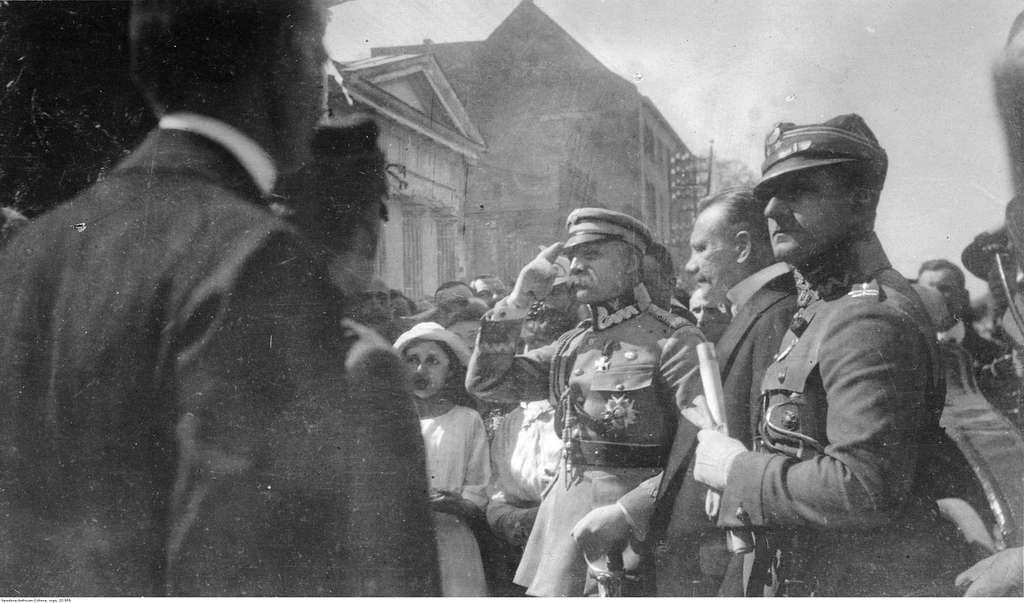 Wizyta Józefa Piłsudskiego w nierozpoznanej miejscowości (22-555)