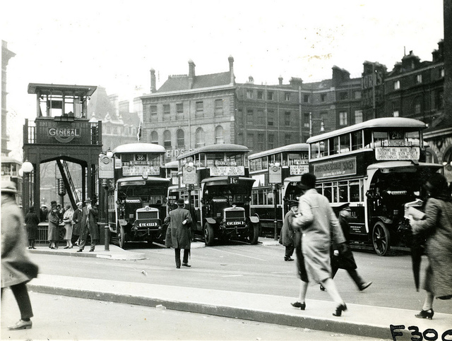 Victoria bus station in London 1927