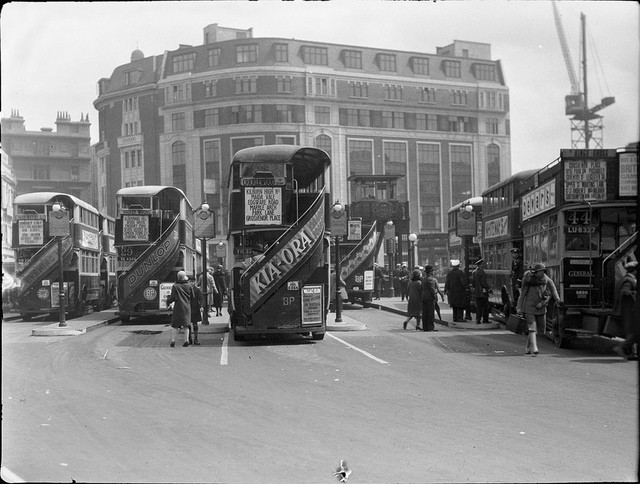 Victoria bus station in London in 1927