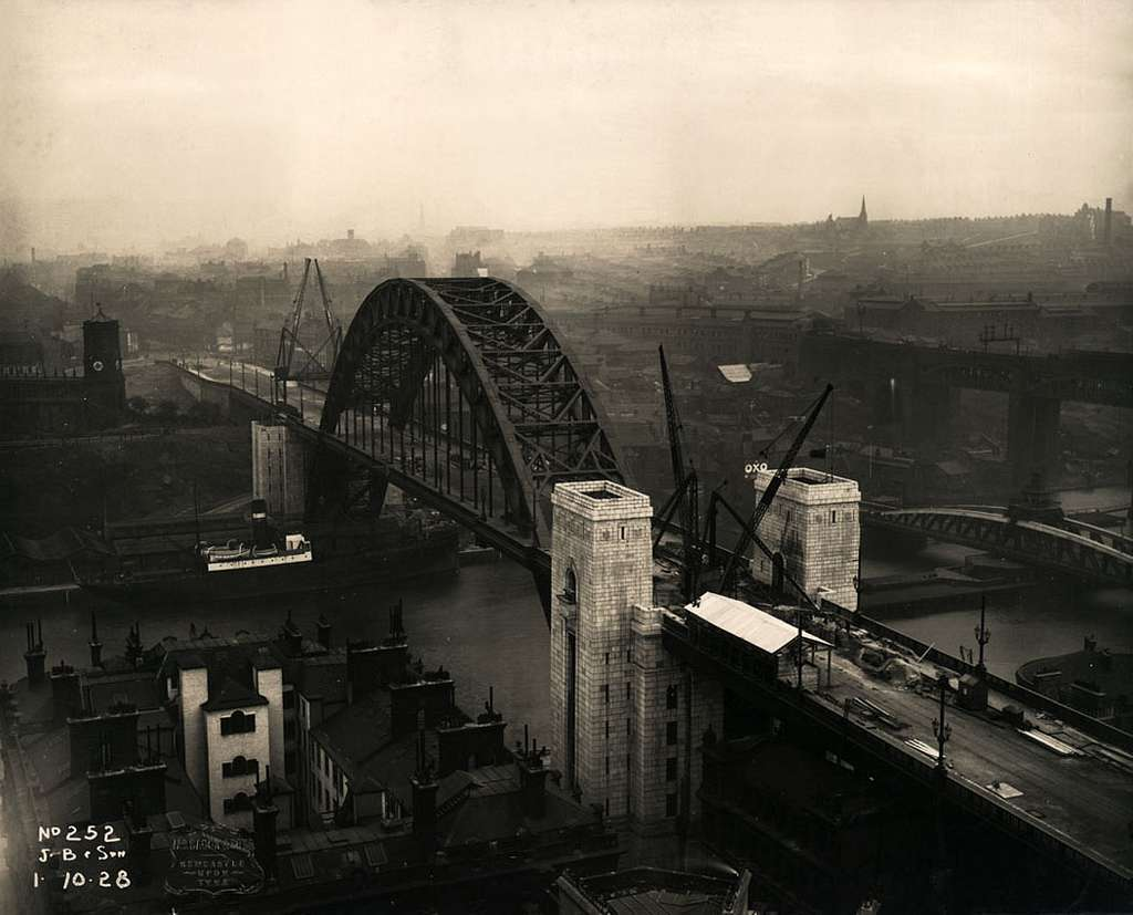 The Tyne Bridge nears completion