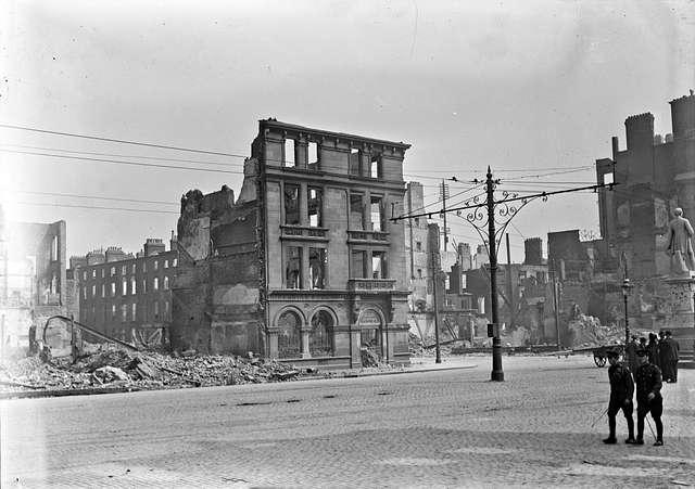 Abbey Street corner, Hibernian Bank shelled