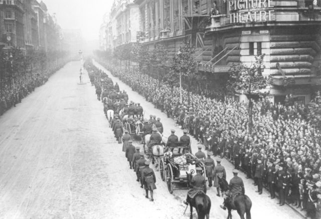r-101 funeral procession london. 11 oct 1930