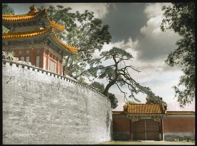 The wall of Tuan Cheng (Circular City) in Beihai Park
