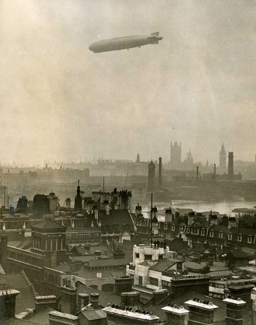 Zeppelin over the Thames