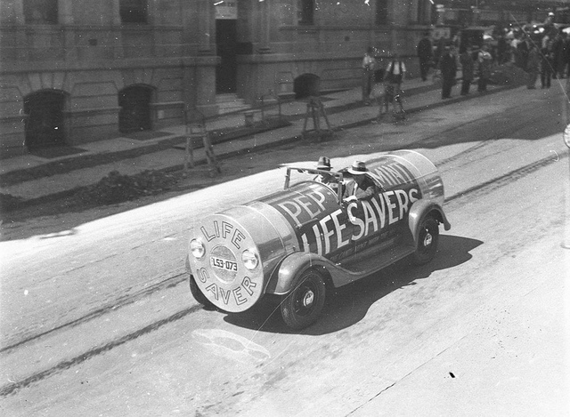 "A sales promotion car done up as a packet of peppermint ""Lifesavers"", Sydney, 27 October 1934 / Sam Hood"